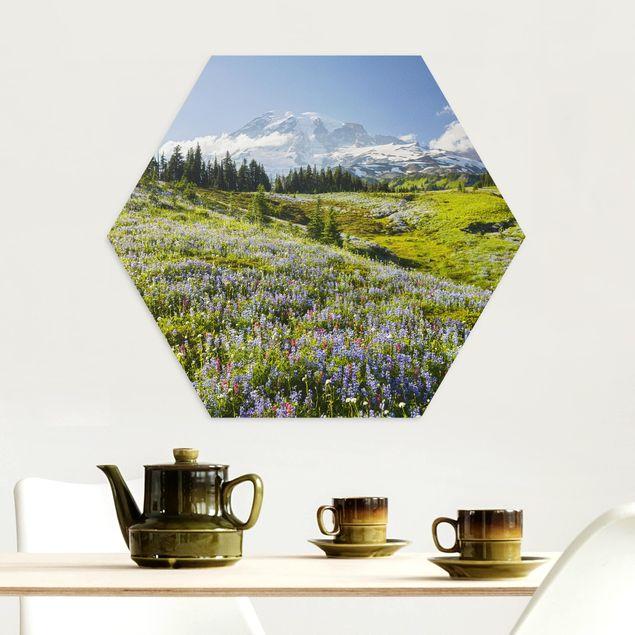 Hexagon Bild Alu-Dibond - Bergwiese mit Blumen vor Mt. Rainier