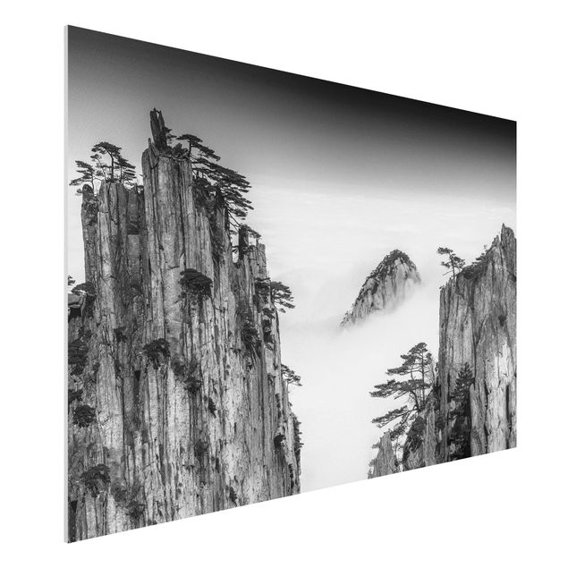 Forex Fine Art Print - Felsen im Nebel schwarz-weiß - Querformat 2:3