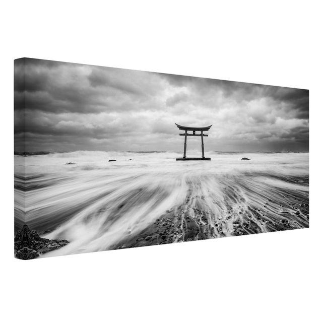 Leinwandbild - Japanisches Torii im Meer - Querformat 2:1