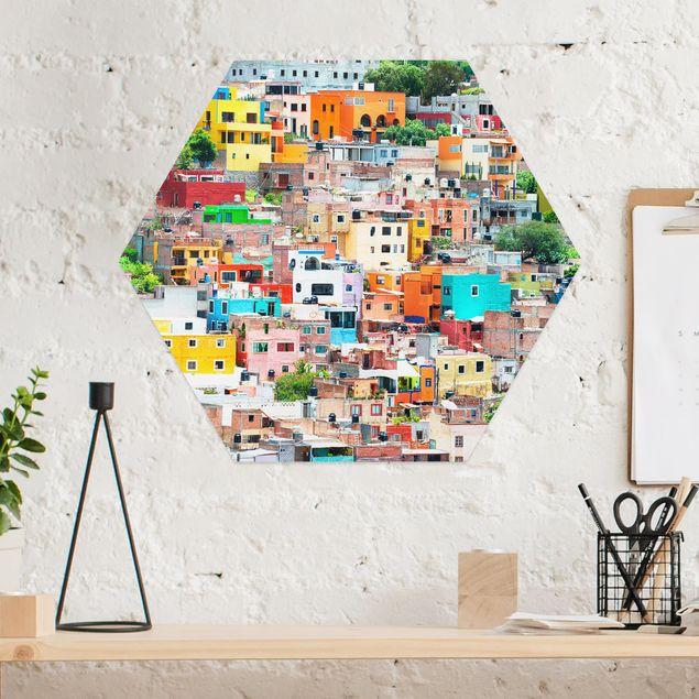 Hexagon Bild Alu-Dibond - Farbige Häuserfront Guanajuato