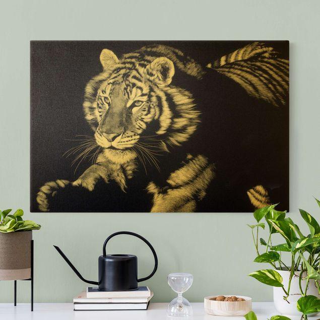 Leinwandbild Gold - Tiger im Sonnenlicht vor Schwarz - Querformat 3:2