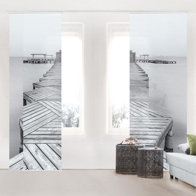 Schiebegardinen Set - Hölzerner Pier und Schwarz-weiß - Flächenvorhang