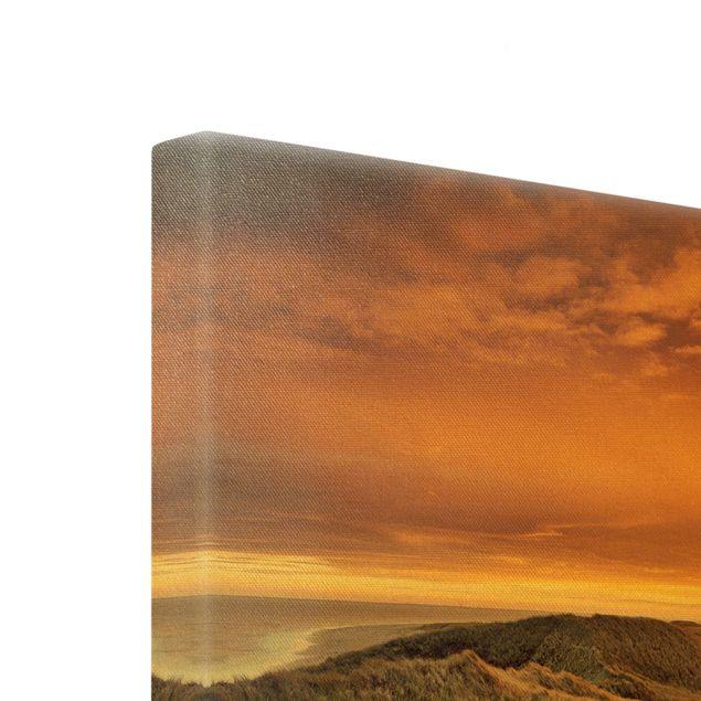 Leinwandbild Gold - Sonnenaufgang am Strand auf Sylt - Hochformat 3:4