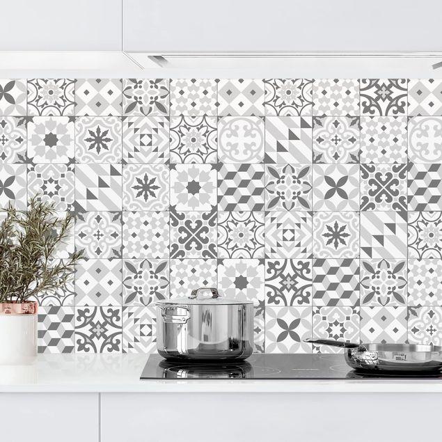 Kuchenruckwand Geometrischer Fliesenmix Grau