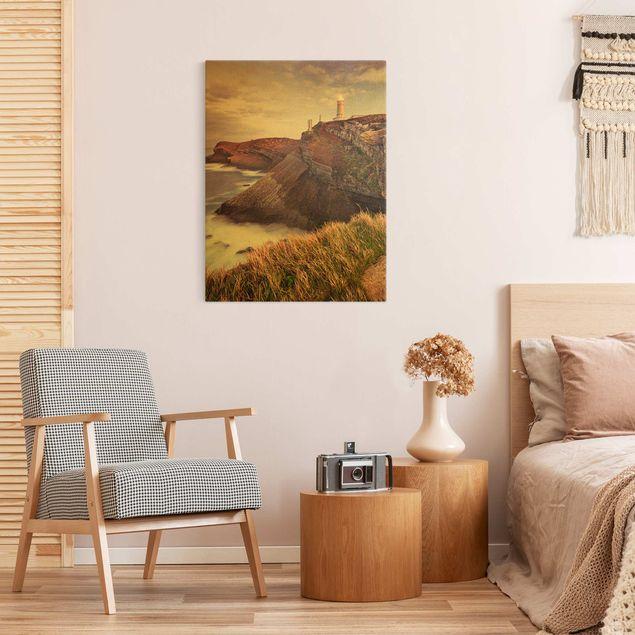 Leinwandbild Gold - Steilküste und Leuchtturm - Hochformat 3:4