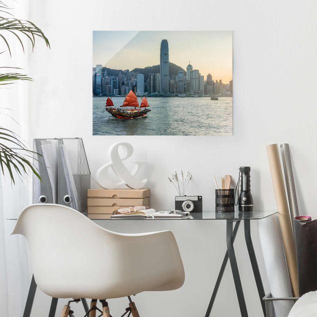 Glasbild - Dschunke im Victoria Harbour - Querformat 4:3