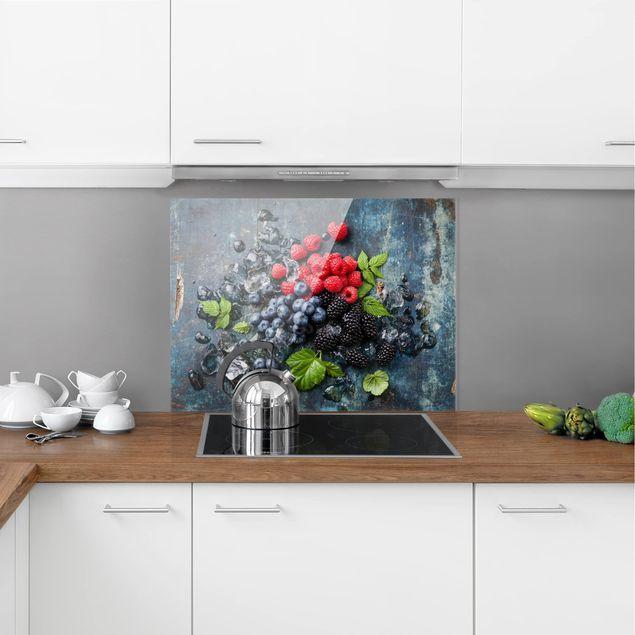 Glas Spritzschutz - Beerenmischung mit Eiswürfeln Holz - Querformat - 4:3