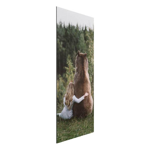Aluminium Print - Mädchen mit Braunbär - Panorama Hochformat