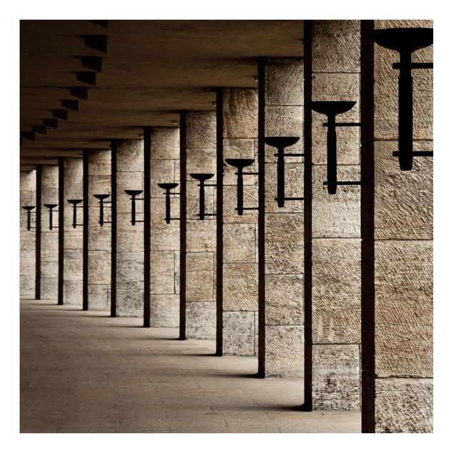 Beistelltisch - Säulen mit Fackeln