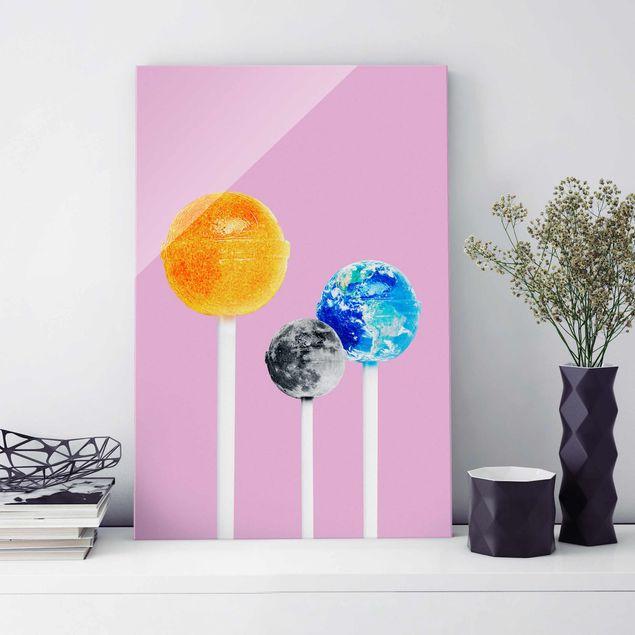 Glasbild - Jonas Loose - Lollipops mit Planeten - Hochformat 3:2