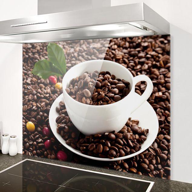 Glas Spritzschutz - Kaffeetasse mit gerösteten Kaffeebohnen - Querformat - 4:3