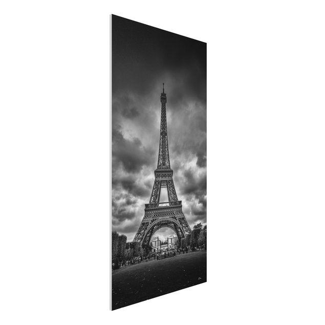 Forex Fine Art Print - Eiffelturm vor Wolken schwarz-weiß - Hochformat 2:1
