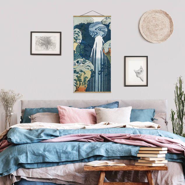 Stoffbild mit Posterleisten - Katsushika Hokusai - Der Wasserfall von Amida - Hochformat 1:2