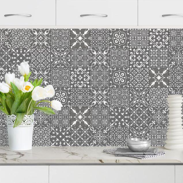 Küchenrückwand - Musterfliesen Dunkelgrau Weiß