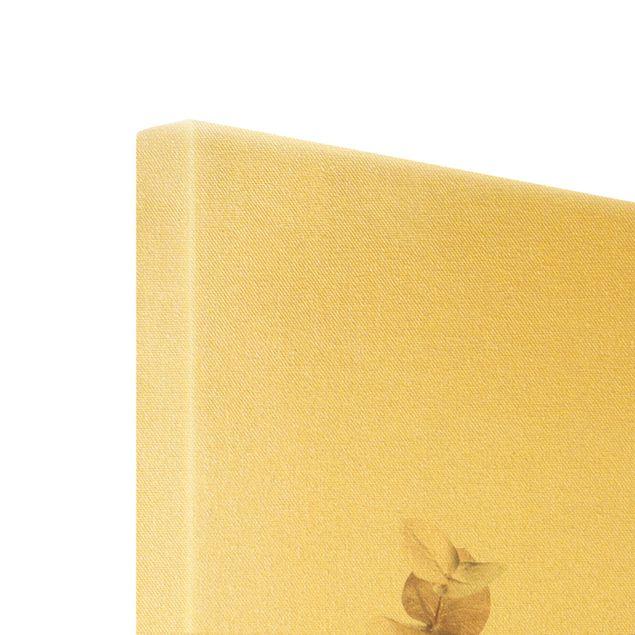 Leinwandbild Gold - Goldene Eukalyptuszweige - Hochformat 2:3