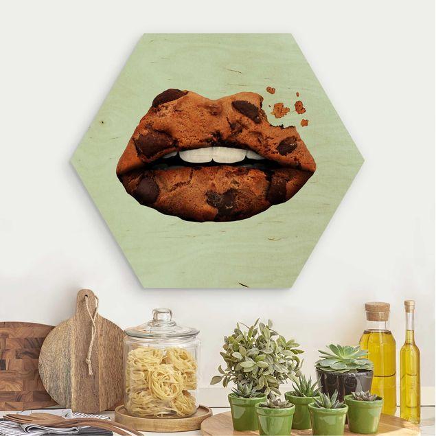 Hexagon Bild Holz - Jonas Loose - Lippen mit Keks