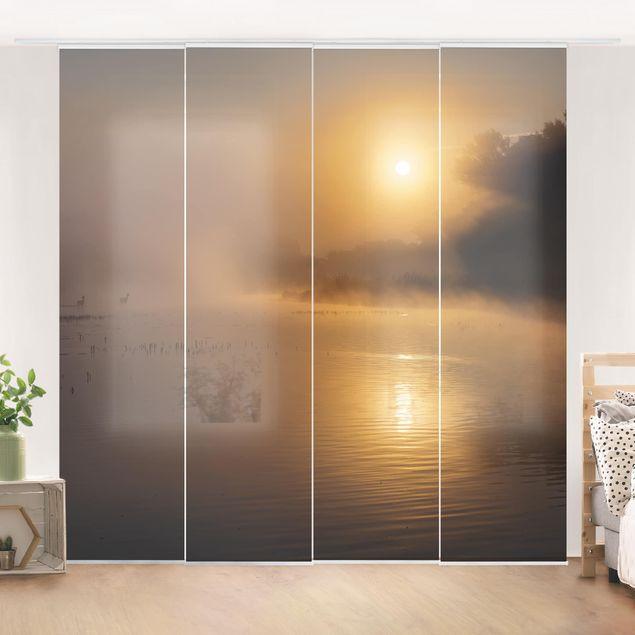Schiebegardinen Set - Sonnenaufgang am See mit Rehen im Nebel - Flächenvorhänge