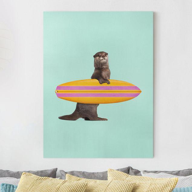 Leinwandbild - Jonas Loose - Otter mit Surfbrett - Hochformat 4:3