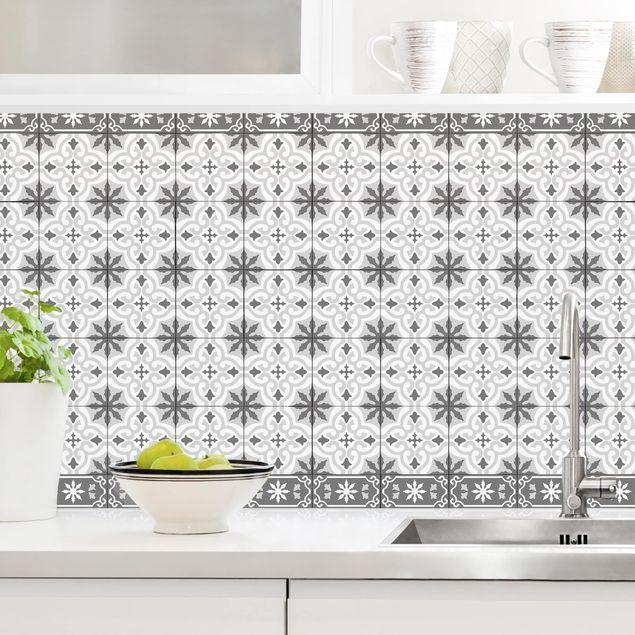 Küchenrückwand - Geometrischer Fliesenmix Kreuz Grau