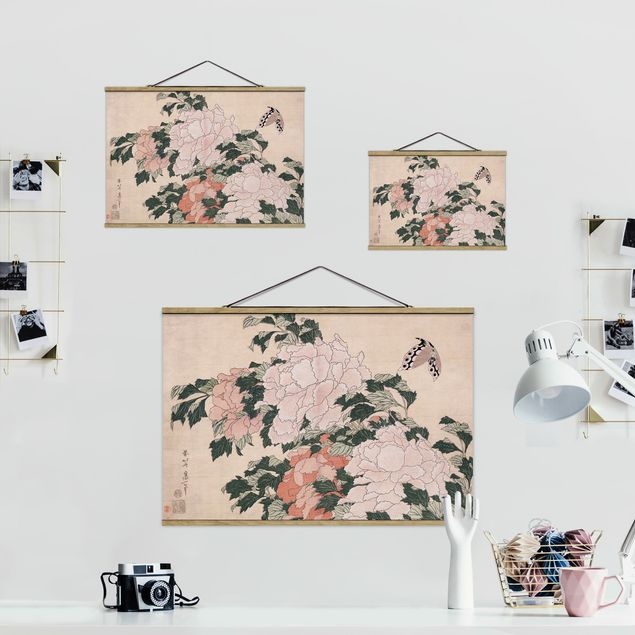 Stoffbild mit Posterleisten - Katsushika Hokusai - Rosa Pfingstrosen mit Schmetterling - Querformat 3:2