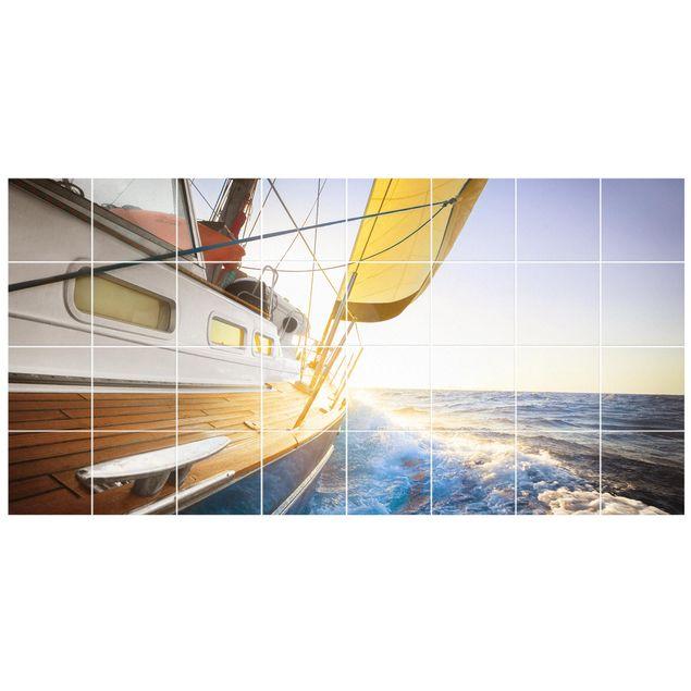 Fliesenbild - Segelboot auf blauem Meer bei Sonnenschein