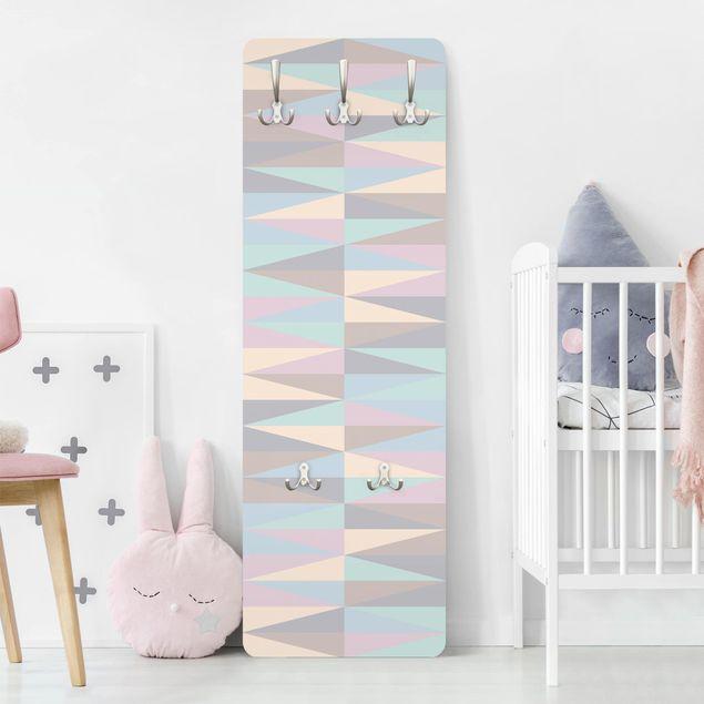 Garderobe - Dreiecke in Pastellfarben
