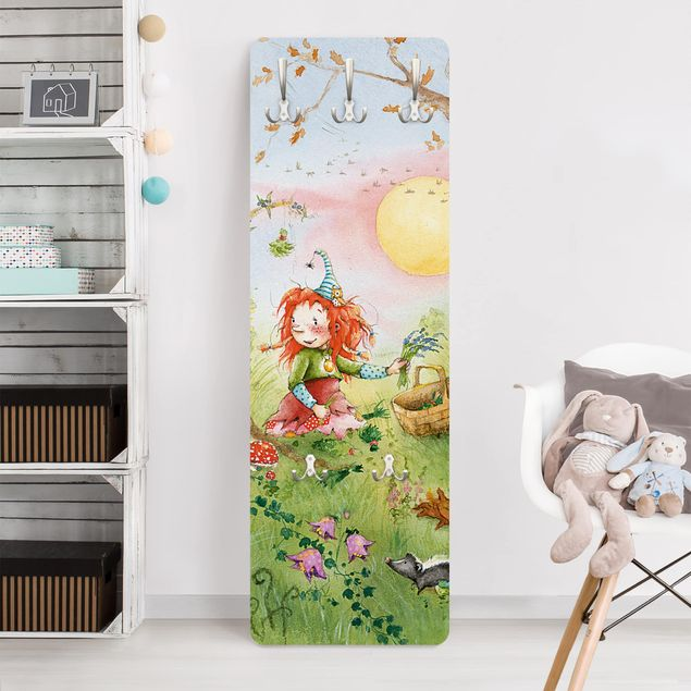 Garderobe - Frida sammelt Kräuter