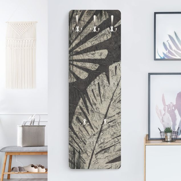 Garderobe - Palmenblätter vor Dunkelgrau