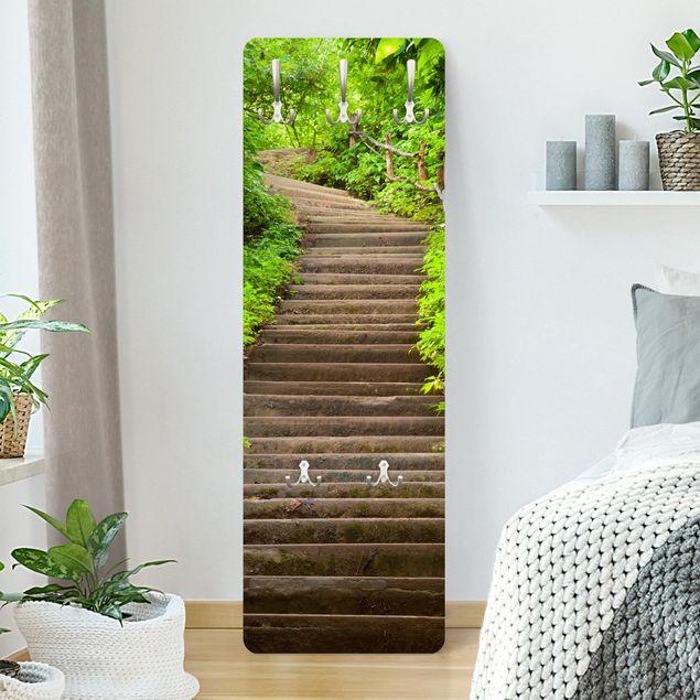 Garderobe - Treppenaufstieg im Wald