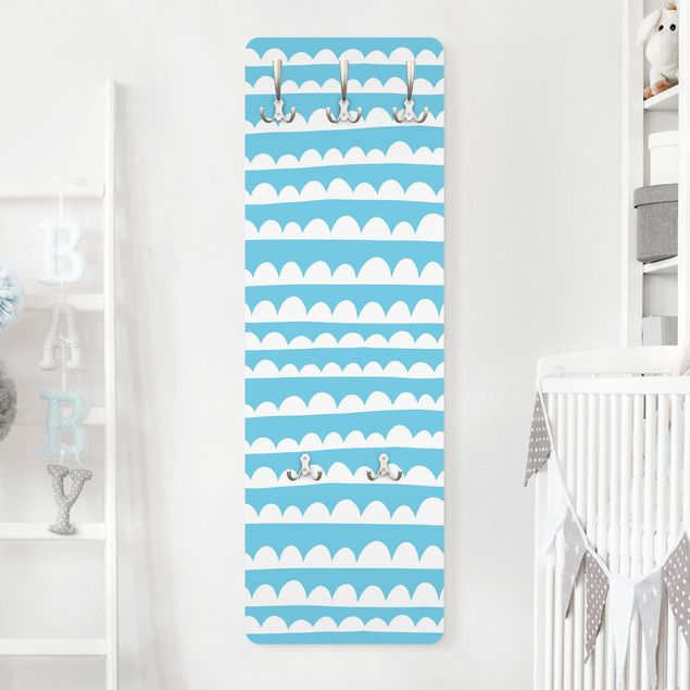 Garderobe - Gezeichnete Weiße Wolkenbänder im Blauen Himmel
