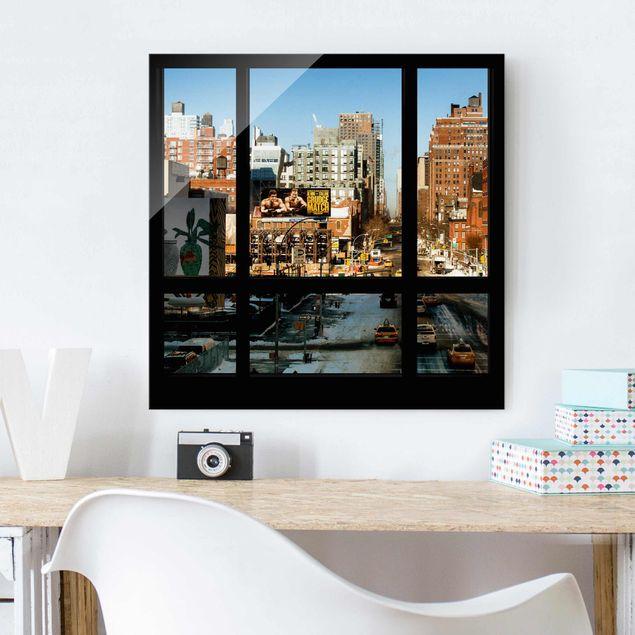 Glasbild - Blick aus Fenster auf Straße in New York - Quadrat 1:1