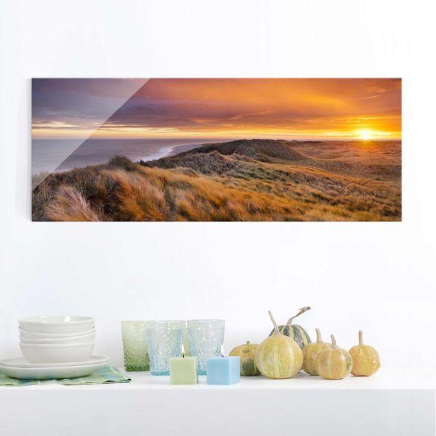 Glasbild - Sonnenaufgang am Strand auf Sylt - Panorama Quer