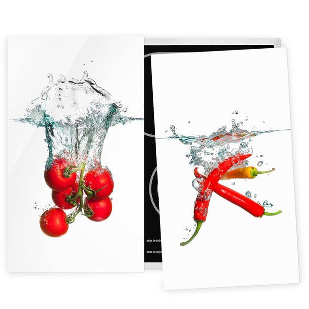 Herdabdeckplatte Glas - Tomaten und Chilischoten im Wasser