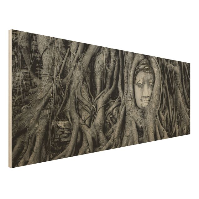 Holzbild - Buddha in Ayutthaya von Baumwurzeln gesäumt in Schwarzweiß - Panorama Quer