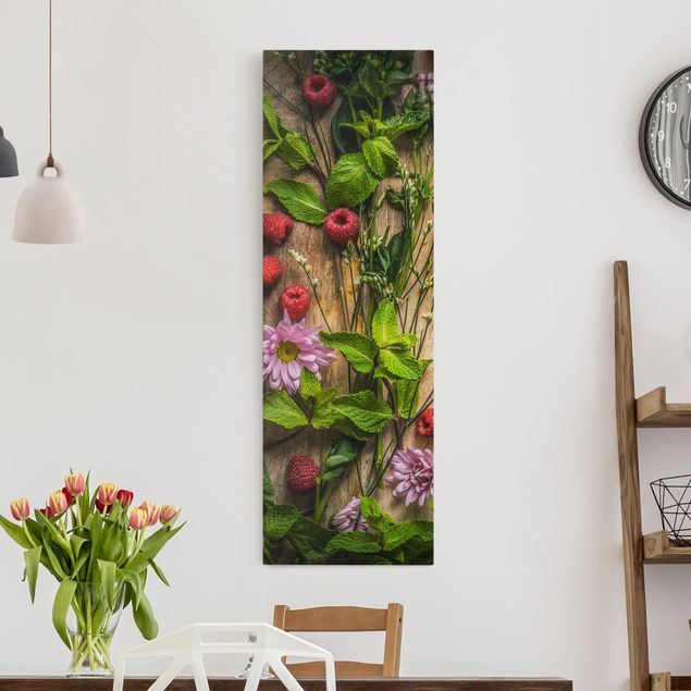 Leinwandbild - Blumen Himbeeren Minze - Panorama Hoch
