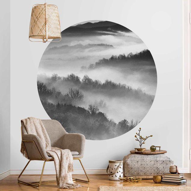 Runde Tapete selbstklebend - Nebel bei Sonnenuntergang Schwarz Weiß