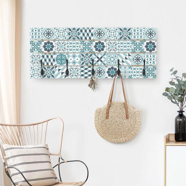 Wandgarderobe Holz - Geometrischer Fliesenmix Türkis