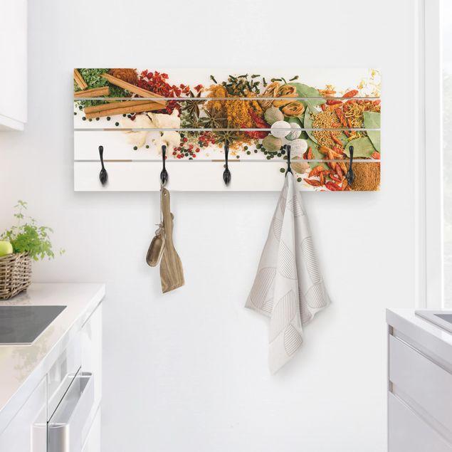 Wandgarderobe Holz - Gewürze und getrocknete Kräuter