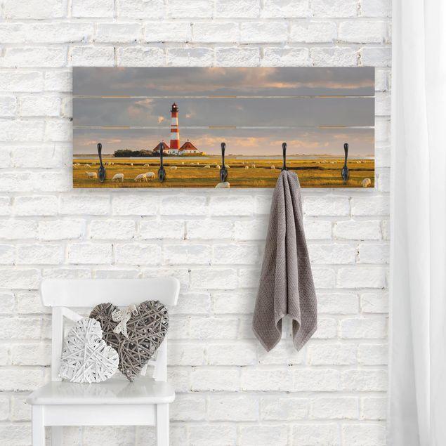 Wandgarderobe Holz - Nordsee Leuchtturm mit Schafsherde