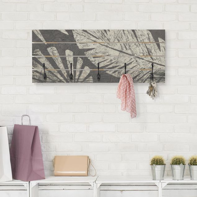 Wandgarderobe Holz - Palmenblätter vor Dunkelgrau