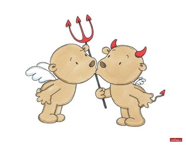 Wandtattoo Engel und Teufel küssen sich
