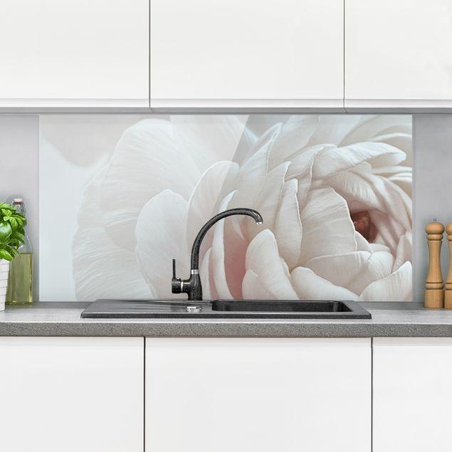 Spritzschutz Glas - Weiße Blüte im Blütenmeer - Querformat 2:1